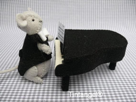 Felt mouse playing a grand piano sewing kit