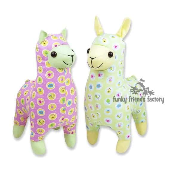 Sew a llama plushie from quilting cotton with the Lloyd Llama and Alice Alpaca stuffed animal pattern from Funky Friends Factory. Such sweet little faces!