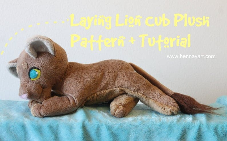 Laying lion cub sewing pattern from Henna Vart