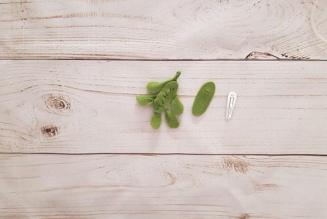 Small hole cut into the felt cover for the hairclip next to the felt mistletoe